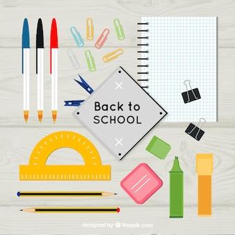 Georganiseerde schoolmaterialen op het bureau