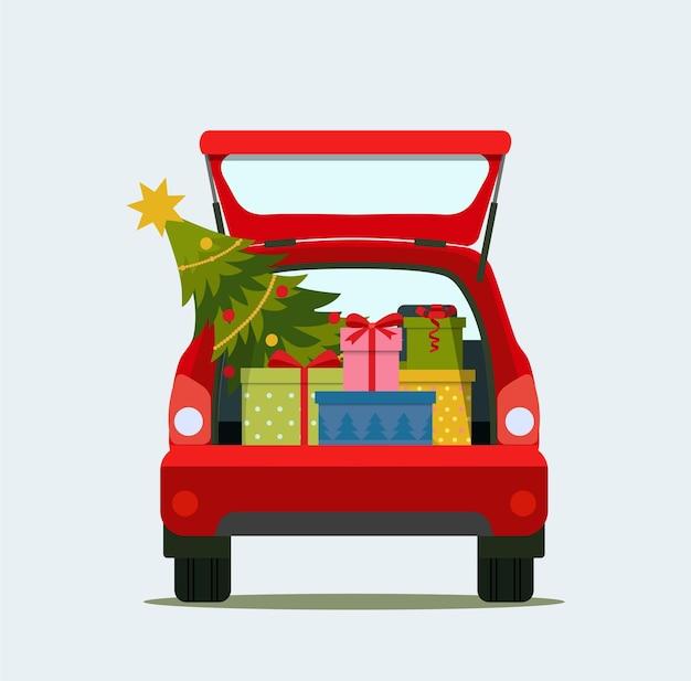 Geschenkdozen en kerst in de kofferbak van de auto. vrolijk kerstfeest.