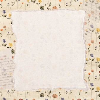 Gescheurd papier op een florale achtergrond