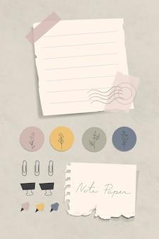 Gescheurde briefpapier met paperclips, bindclips en spelden op gestructureerd papier