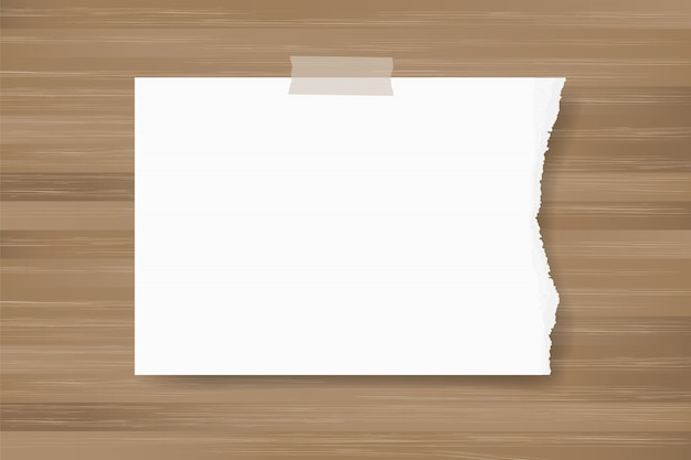 Gescheurde document stok als achtergrond op houten textuur.