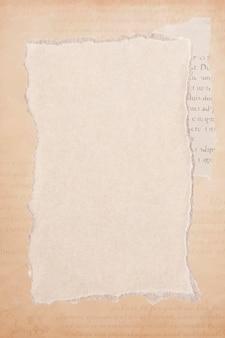 Gescheurde oude beige papier achtergrond vector