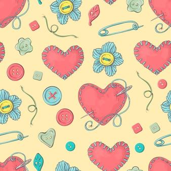 Gestikt naaldbed in de vorm van een hart en naai-accessoires.