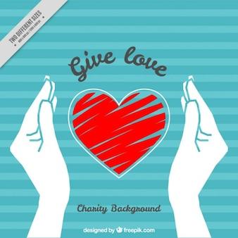 Gestreepte achtergrond met handen en met de hand geschilderd hart