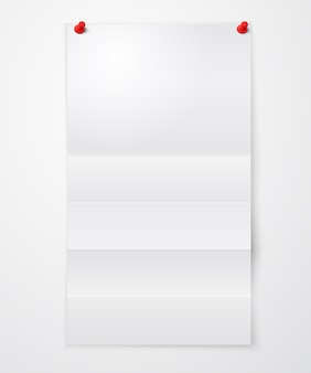 Gevouwen blanco vel papier met pushpins
