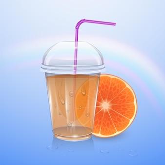 Gevulde wegwerp plastic beker met deksel. sinaasappelsap.