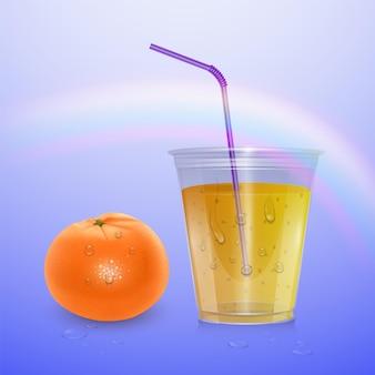 Gevulde wegwerp plastic beker. sinaasappelsap.