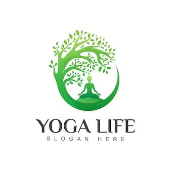 Geweldige groene yoga leven logo ontwerpsjabloon