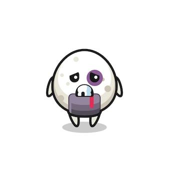 Gewond onigiri-personage met een gekneusd gezicht, schattig stijlontwerp voor t-shirt, sticker, logo-element