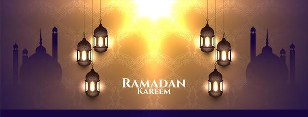 Glanzend islamitisch ontwerp van de banner van het festival van ramadan kareem