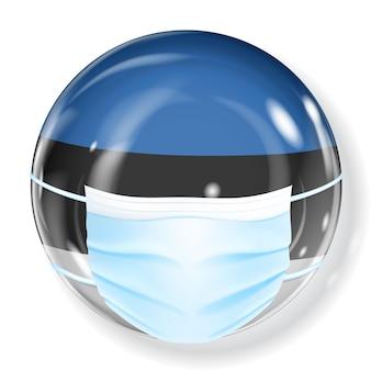 Glanzende bol in de vlagkleuren van estland met een medisch masker ter bescherming tegen coronavirus