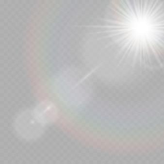 Glanzende stralen, lensflare. zonnevlam met stralen en schijnwerpers.