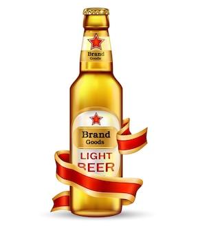 Glas bruine fles met ambachtelijke bier en rood lint