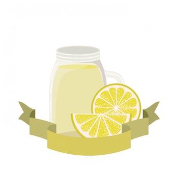 Glas met citroen en stro drankje