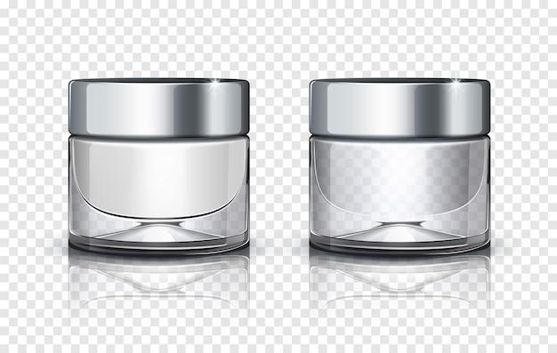 Glazen cosmetische pot met zilveren deksel geïsoleerd op transparante achtergrond