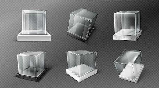 Glazen kubusdozen op zwarte, witte en marmeren standaard