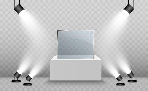 Glazen vitrine voor de tentoonstelling in de vorm van een kubus. achtergrond te koop verlicht door schijnwerpers. museum glazen doos geïsoleerd reclame of zakelijke design boetiek. tentoonstelling hal.