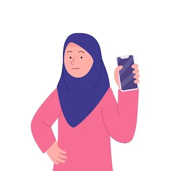 Glimlach arabische hijab-vrouw die de smartphone toont