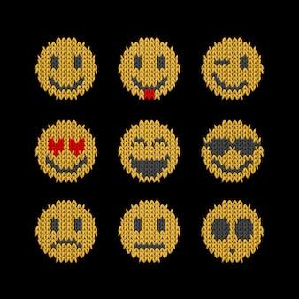 Glimlach gezicht gebreide platte emoticon set van verschillende emotie