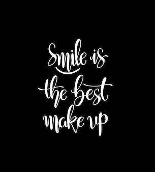 Glimlach is de beste make-up. hand belettering motivatie mode citaat voor uw ontwerp