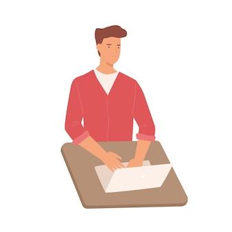Glimlachend cartoon mannelijke werken gebruik laptop op tabel vector grafische afbeelding. positieve gekleurde man programmeur op notebook met behulp van digitale display-technologie geïsoleerd op een witte achtergrond.