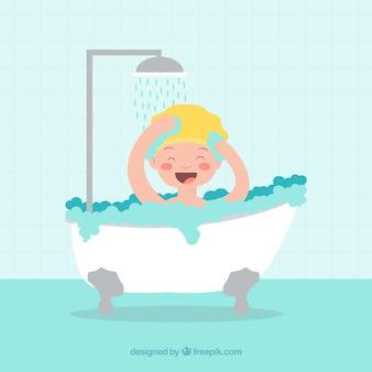 Glimlachend kind nemen van een bad