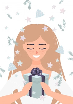 Glimlachende blondevrouw die kerstmis huidig houden