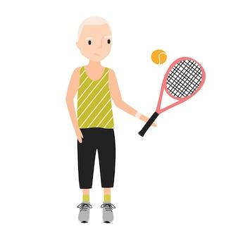 Glimlachende jongen gekleed in sportkleding met tennisracket. kind met een atletisch shirt en korte broek speelt sportspel. platte stripfiguur geïsoleerd op een witte achtergrond. kleurrijke vectorillustratie.