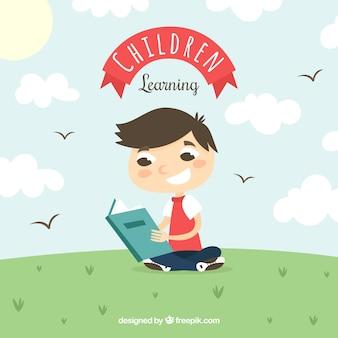 Glimlachende jongen het lezen van buiten
