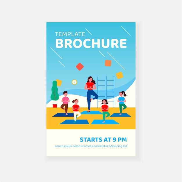Glimlachende kinderen die in yogales brochuremalplaatje uitoefenen