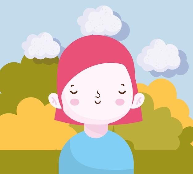 Glimlachende schattige kleine jongen in de parkscène