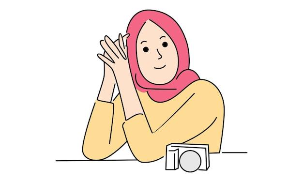 Glimlachende vrouw in sjaal. jonge arabische vrouw die hijab draagt