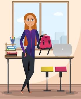 Glimlachende vrouw met roze rugzak dichtbij bureau.