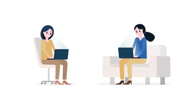 Glimlachende vrouwen met moderne laptops
