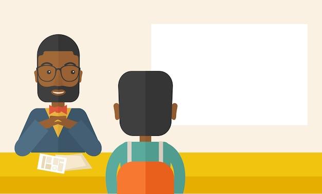 Glimlachende zwarte human resource manager interviewde de aanvrager.