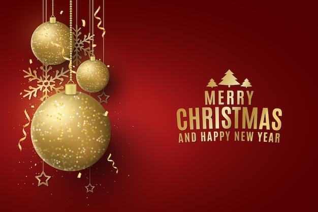 Glinsterende gouden kerstballen met letters op een rode achtergrond.