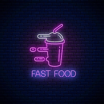 Gloeiend neon fastfoodbord met haastige smoothie op donkere bakstenen muurachtergrond. snel leveringssymbool in neonstijl. voedsel levering concept illustratie. vector.