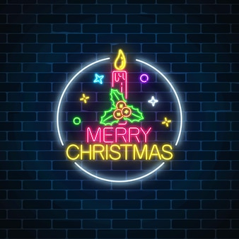 Gloeiend neon kerstmisteken met hulst en kerstmiskaars in cirkelkader.