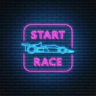 Gloeiend neonteken met raceauto zijaanzicht en start racetekst in rechthoekkader. abstract symbool van nieuw projectlogo