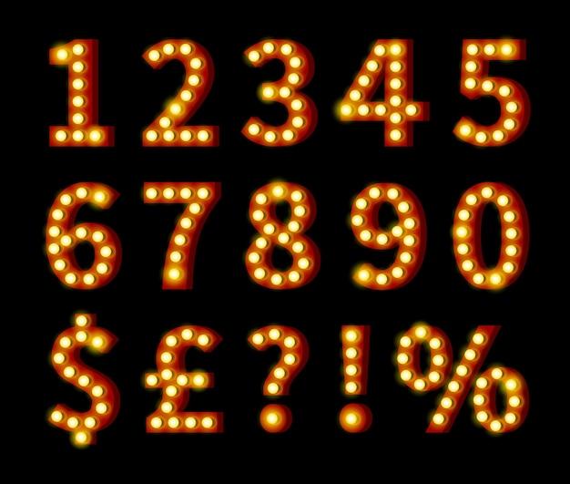 Gloeiende geeloranje cijfers en symbolen die op zwarte achtergrond worden geïsoleerd