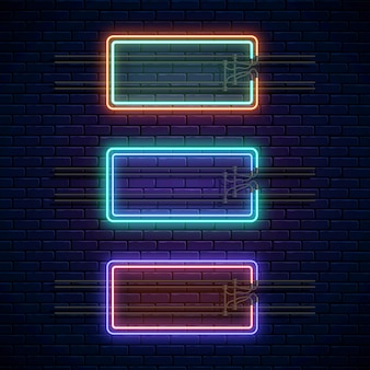 Gloeiende neon dubbele rechthoekige frames op donkere bakstenen muur achtergrond. neonlichtbanners ingesteld. realistische gloed uithangbord. vector illustratie. gloeiende randen voor lege ruimte voor tekst of inscriptie.