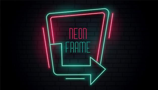 Gloeiende neon pijl bewegwijzering met tekst ruimte