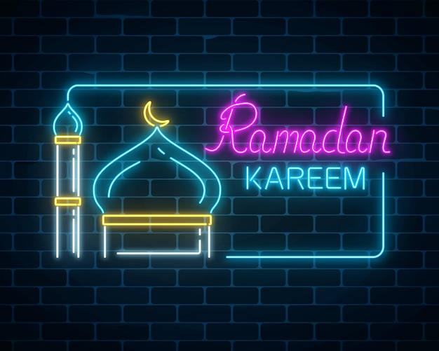 Gloeiende neon ramadan kareem begroetingstekst met moskeekoepel en minaret in rechthoekkader.