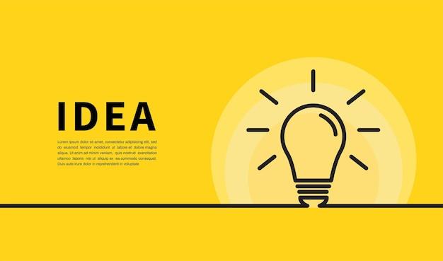 Gloeilamp op geel. creatief idee en inspiratieconcept.
