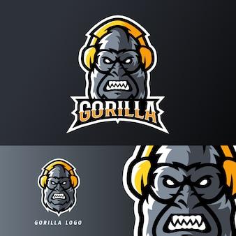 Gorilla met behulp van headset sport of esport gaming mascotte logo sjabloon