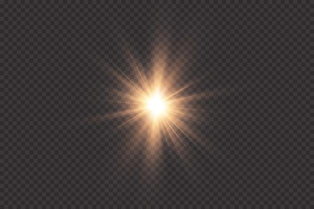Goud gloeiend licht explodeert op een transparante achtergrond. met straal. transparante stralende zon, felle flits. het centrum van een heldere flits.