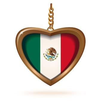 Gouden medaillon in de vorm van een hart met de vlag van mexico erin. gouden medaillon met de mexicaanse vlag aan een ketting.