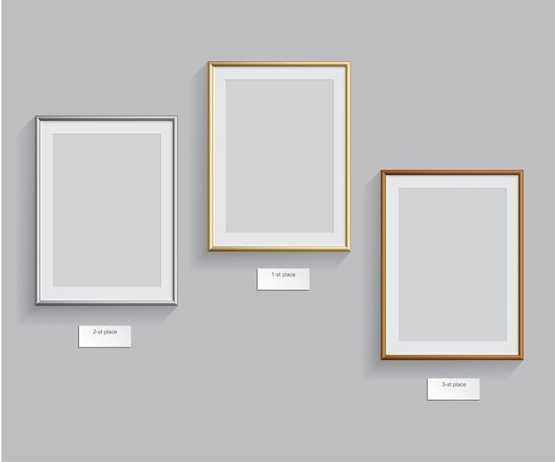 Gouden, zilveren en bronzen frames geïsoleerd op een grijze achtergrond, podiumframes.