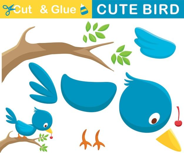 Grappige blauwe vogeltop op boomtakken met fruit in zijn bek. educatief papieren spel voor kinderen. uitknippen en lijmen. cartoon illustratie