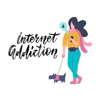 Grappige jonge vrouw die via smartphone communiceren terwijl het lopen met hond. meisje dat internet op mobiele telefoon surft. internet verslaving.